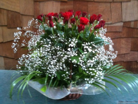 Valentines day flowers delivery - Red Roses in Fairy floss