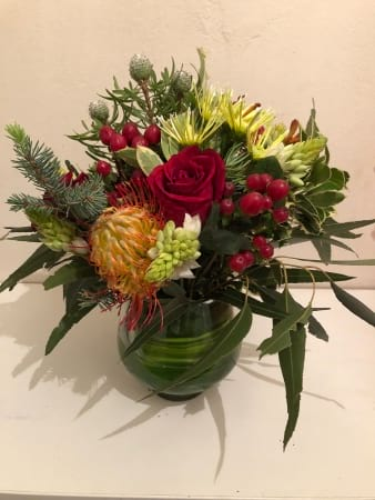 Christmas Fresh Flowers-Vase arrangement