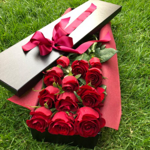12 Boxed Red Roses - Melbourne Flowers